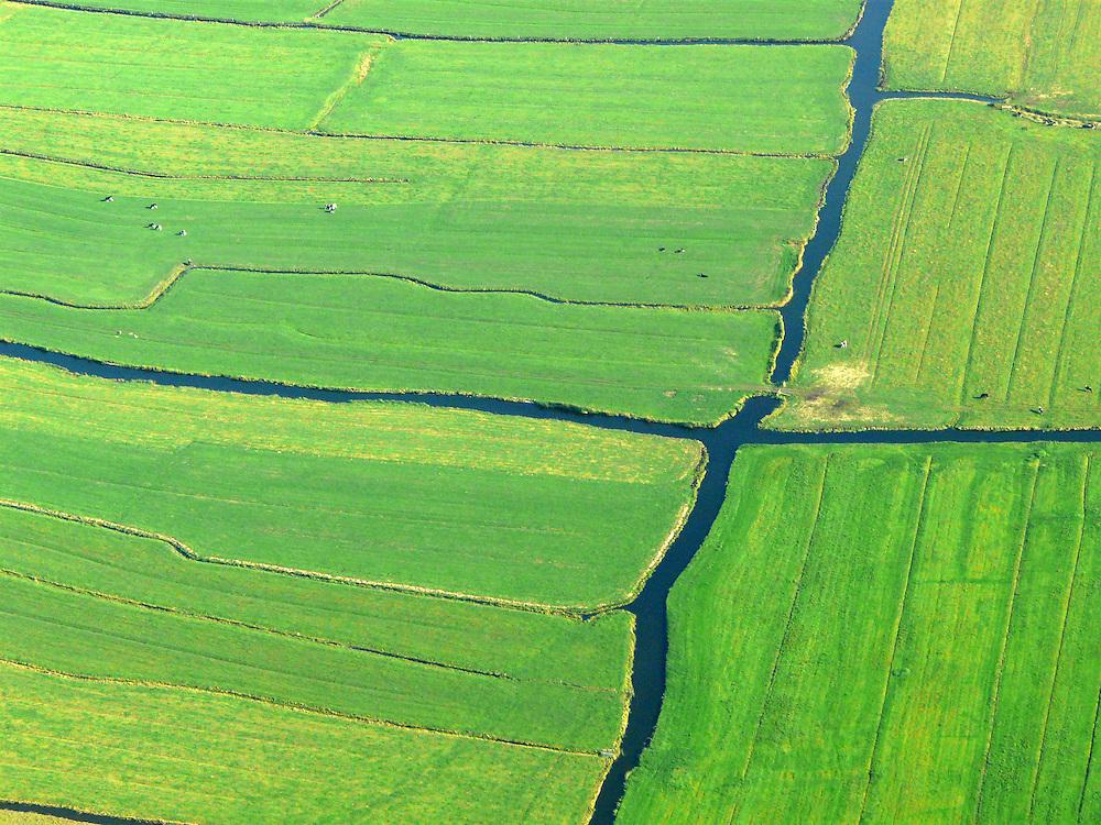 EN&gt; Water canals crisscross the polder near Amsterdam. |<br /> SP&gt; Canales de agua cruzan al p&oacute;lder cerca de Amsterdam.