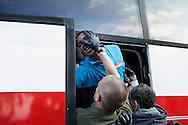 Ventimiglia, Italia - Polizia in asetto antisommossa sgombera i migranti avevano creato rifugi di fortuna sotto un ponte della ferrovia a Ventimiglia, ultima citt&agrave; itlaiana prima del confine con la Francia. Alcuni migranti sono stati portati via con la forza dopo essersi opposti allo sgombero. Decine di migranti, molti dei quali senza soldi, sono in attesa da pi&ugrave; di cinque giorni che il governo francese revochi l'ordine dii tener chiuso il confine e consenta loro il passaggio.<br /> Ph. Roberto Salomone