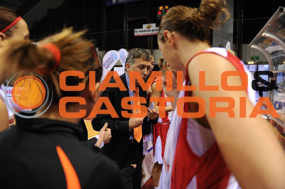 DESCRIZIONE : Perugia Lega A1 Femminile 2010-11 Coppa Italia Finale Famila Schio Liomatic Umbertide<br /> GIOCATORE : Sandro Orlando Team Schio<br /> SQUADRA : Famila Schio <br /> EVENTO : Campionato Lega A1 Femminile 2010-2011 <br /> GARA : Famila Schio Liomatic Umbertide<br /> DATA : 13/03/2011 <br /> CATEGORIA : timeout<br /> SPORT : Pallacanestro <br /> AUTORE : Agenzia Ciamillo-Castoria/M.Marchi<br /> Galleria : Lega Basket Femminile 2010-2011 <br /> Fotonotizia : Perugia Lega A1 Femminile 2010-11 Coppa Italia Finale Famila Schio Liomatic Umbertide<br /> Predefinita :