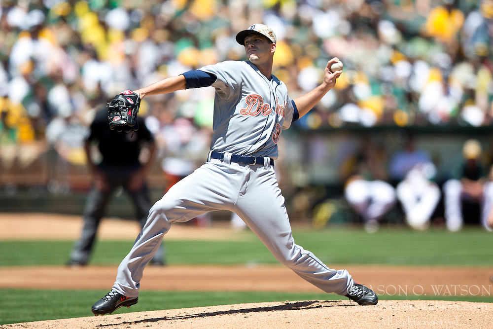 OAKLAND, CA - MAY 26:  Drew Smyly #33 of the Detroit Tigers pitches against the Oakland Athletics during the first inning at O.co Coliseum on May 26, 2014 in Oakland, California. (Photo by Jason O. Watson/Getty Images) *** Local Caption *** Drew Smyly