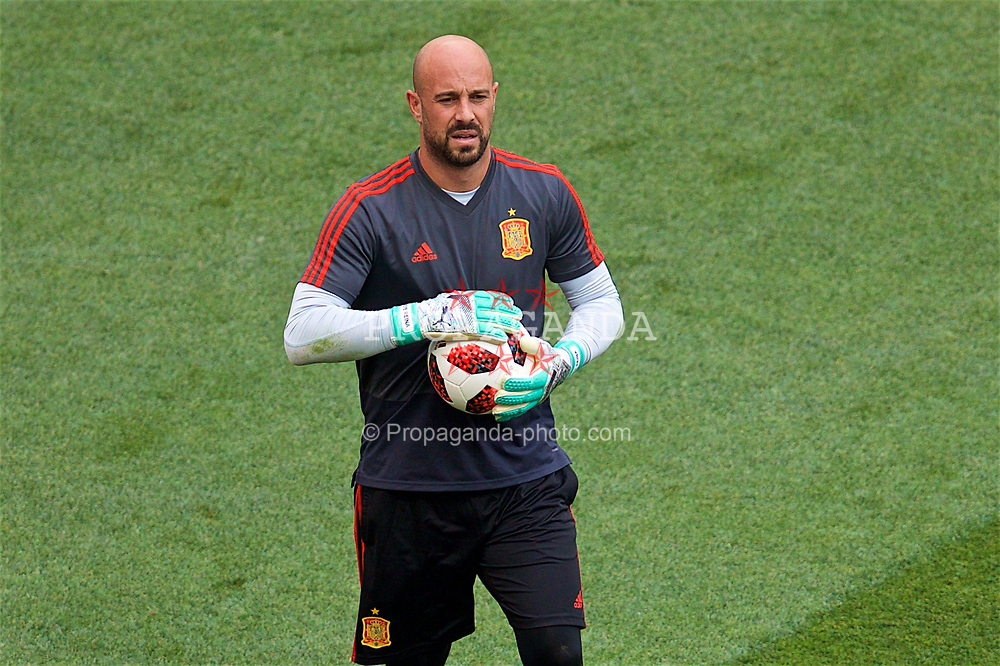 MOSCOW, RUSSIA - Sunday, July 1, 2018: Spain's goalkeeper Pepe Reina during the pre-match warm-up before the FIFA World Cup Russia 2018 Round of 16 match between Spain and Russia at the Luzhniki Stadium. (Pic by David Rawcliffe/Propaganda)