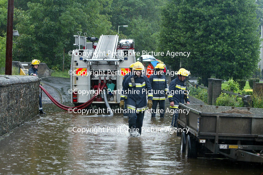 Flooding in Bankfoot, near Perth..11.08.04<br />