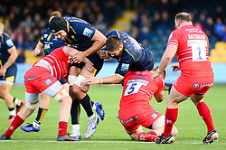 Cornell du Preez of Worcester Warriors is challenged by Calum Green of Leicester Tigers - Mandatory by-line: Dougie Allward/JMP - 19/10/2019 - RUGBY - Sixways Stadium - Worcester, England - Worcester Warriors v Leicester Tigers - Gallagher Premiership Rugby
