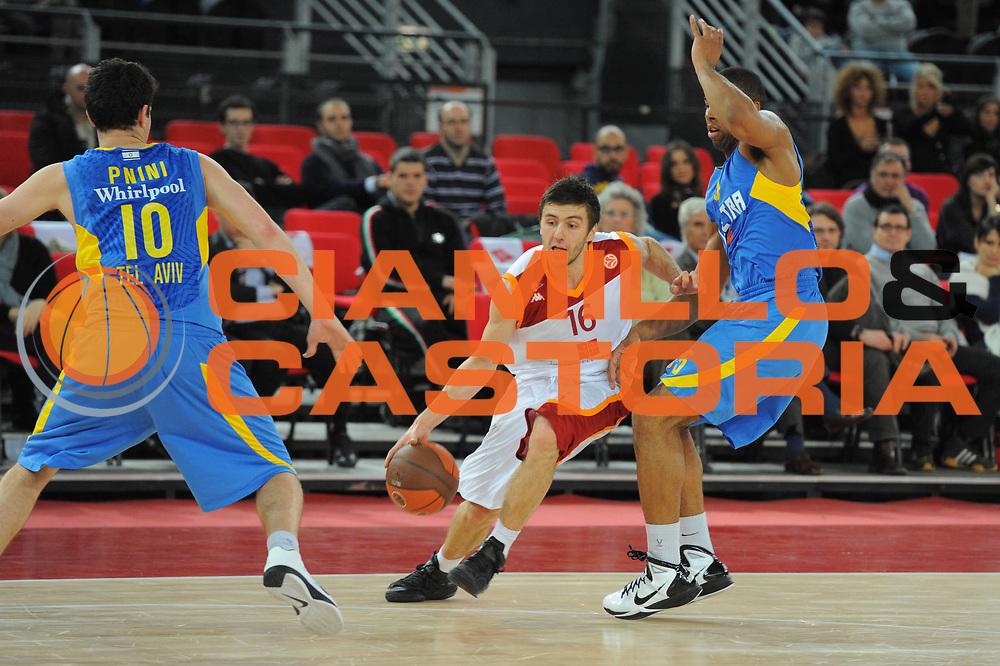 DESCRIZIONE : Roma Eurolega 2010-11 Top 16 Lottomatica Virtus Roma Maccabi Elettra Tel Aviv<br /> GIOCATORE : Namanja Gordic<br /> SQUADRA : Euroleague<br /> EVENTO : Eurolega 2010-2011<br /> GARA : Lottomatica Virtus Roma Maccabi Elettra Tel Aviv<br /> DATA : 03/03/2011<br /> CATEGORIA : Palleggio<br /> SPORT : Pallacanestro <br /> AUTORE : Agenzia Ciamillo-Castoria/GiulioCiamillo<br /> Galleria : Eurolega 2010-2011<br /> Fotonotizia : Roma Eurolega 2010-11 Top 16 Lottomatica Virtus Roma Maccabi Elettra Tel Aviv<br /> Predefinita :