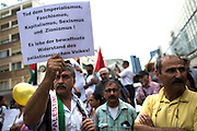 Frankfurt am Main | 24 July 2014<br /> <br /> Am Donnerstag (24.07.2014) demonstrierten etwa 150 Menschen aus linksradikalen und migrantischen Zusammenh&auml;ngen in Frankfurt am Main auf der Einkaufsstra&szlig;e Zeil gegen die israelischen Angriffe auf Pal&auml;stina und Gaza.<br /> Hier: Eine Mann h&auml;lt ein kleines Plakat mit der Aufschrift &quot;Tod dem Imperialismus, Faschismus, Kapitalismus, Sexismus und Zionismus! Es lebe der bewaffnete Widerstand des pal&auml;stinensischen Volkes!&quot;.<br /> <br /> Photo &copy; peter-juelich.com
