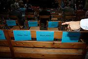 Chaises vides pour VIPs. Philippe Virdis, Directeur du GroupeE, Christian Levrat, Pascal Kiener. © Romano P. Riedo