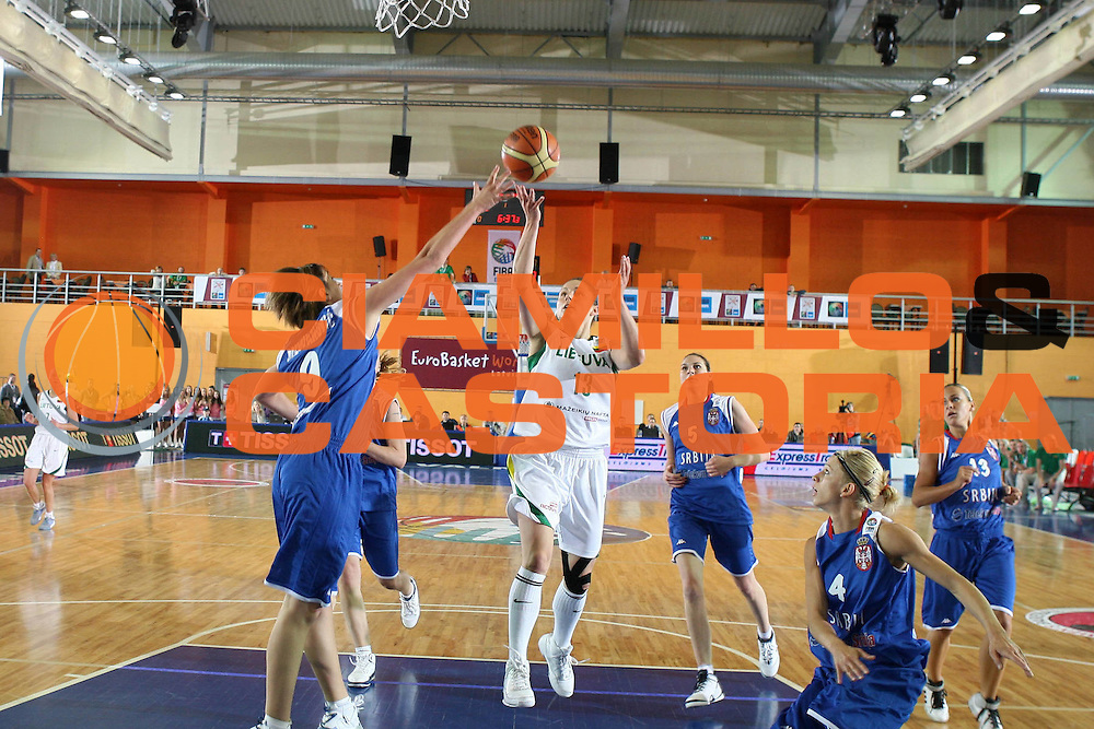 DESCRIZIONE : Valmiera Latvia Lettonia Eurobasket Women 2009 Lituania Serbia Lithuania Serbia<br /> GIOCATORE : Sandra Valuzyte<br /> SQUADRA :Lituania  Lithuania<br /> EVENTO : Eurobasket Women 2009 Campionati Europei Donne 2009 <br /> GARA :  Lituania Serbia Lithuania Serbia<br /> DATA : 07/06/2009 <br /> CATEGORIA : penetrazione tiro<br /> SPORT : Pallacanestro <br /> AUTORE : Agenzia Ciamillo-Castoria/E.Castoria