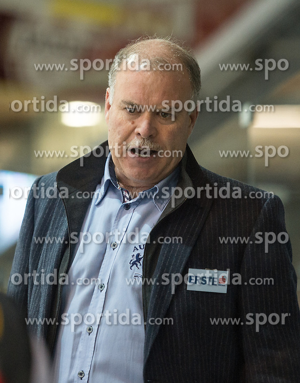 09.10.2015, Keine Sorgen Eisarena, Linz, AUT, EBEL, EHC Liwest Black Wings Linz vs Dornbirner Eishockey Club, 9. Runde, im Bild Head Coach Dave MacQueen (Dornbirner Eishockey Club) // during the Erste Bank Icehockey League 9th round match between EHC Liwest Black Wings Linz and Dornbirner Eishockey Club at the Keine Sorgen Icearena, Linz, Austria on 2015/10/09. EXPA Pictures © 2015, PhotoCredit: EXPA/ Reinhard Eisenbauer