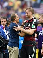 Fotball<br /> Tyskland v USA<br /> 26.06.2014<br /> VM 2014<br /> Foto: Witters/Digitalsport<br /> NORWAY ONLY<br /> <br /> v.l. Trainer Jürgen Klinsmann (USA) und sein ehemaliger Schuetzling Per Mertesacker (Deutschland)<br /> Fussball, FIFA WM 2014 in Brasilien, Vorrunde, USA - Deutschland 0:1