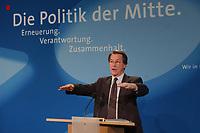"""28 MAY 2002, BERLIN/GERMANY:<br /> Franz Muentefering, SPD, Generalsekretaer, waehrend einer Pressekonferenz vor dem Slogan """"Die Politik der Mitte."""", Kampa 02<br /> IMAGE: 20020528-01-015<br /> KEYWORDS: Franz Müntefering, Generalsekretaer,"""