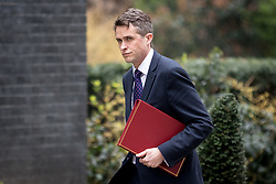 © Licensed to London News Pictures. 12/04/2018. London, UK. Defence Secretary Gavin Williamson arriving in Downing Street to attend a 'War Cabinet' meeting this afternoon. Discussion is expected on Britain's involvement on military action in Syria, following a suspected chemical attack. Photo credit : Tom Nicholson/LNP