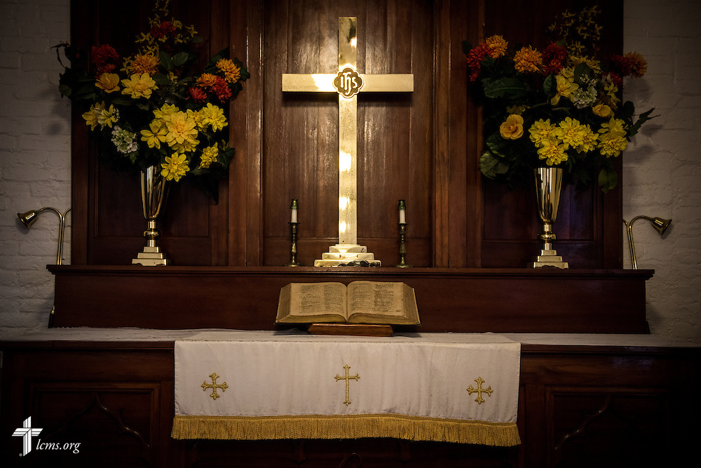 The altar cross at El Calvario Lutheran Church on Sunday, April 17, 2016, in Brownsville, Texas. LCMS Communications/Erik M. Lunsford