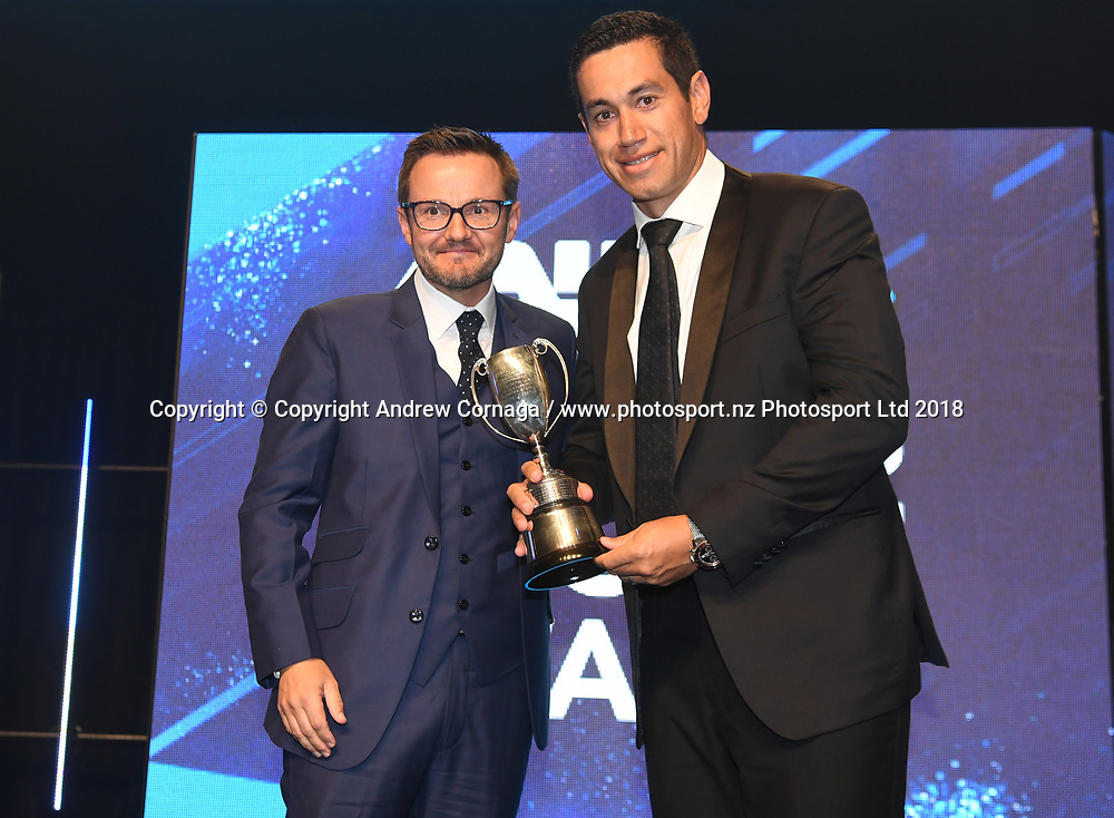 Redpath Cup for batting winner is Ross Taylor presented by Mike Hesson.<br /> ANZ New Zealand Cricket Awards for the 2017/18 seasons. Auckland, New Zealand. Wednesday 4 April 2018. &copy; Copyright photo: Andrew Cornaga / www.photosport.nz