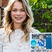 NLD/Amsterdam/20160509 - Boekpresentatie 'Het boek van Jet', schrijfster Jet van Nieuwkerk