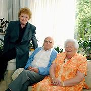50 jarig huwelijk dhr Richter + Mw. Leine Rembrandlaan 62 Huizen bezocht door wethouder Metz