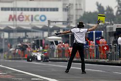 October 27, 2018 - Mexico-City, Mexico - Motorsports: FIA Formula One World Championship 2018, Grand Prix of Mexico, .Mechanician of Alfa Romeo Sauber F1 Team  (Credit Image: © Hoch Zwei via ZUMA Wire)