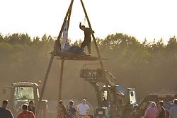 Aufgebrachte Bauern räumen die Blockade von Gegnern des Baus eines Stalls für Massentierhaltung in Teplingen im Wendland.<br /> <br /> Ort: Teplingen<br /> Copyright: Kina Becker<br /> Quelle: PubliXviewinG
