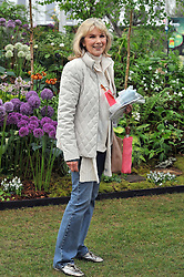 SUSAN HAMPSHIRE at the RHS Chelsea Flower Show 2009 held inthe gardens of the Royal Hospital Chelsea on 18th May 2009.