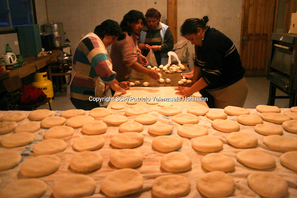 Women make brad in a communitarian kitchen.<br /> The Community of Mehuin, in southern Chile, have been struggling for more than ten years to prevent that CELCO (Arauco Cellulose), a major cellulose industry, builds a pipeline to throw away their industrial waste into the sea causing great impact in the ecosystem and their fishing and diving way of making a living.