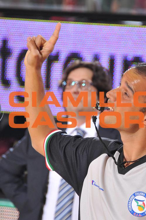 DESCRIZIONE : Treviso Lega A 2011-12 Umana Venezia Bennet Cantu<br /> GIOCATORE : arbitro<br /> CATEGORIA :  mani<br /> SQUADRA : Umana Venezia Bennet Cantu<br /> EVENTO : Campionato Lega A 2011-2012<br /> GARA : Umana Venezia Bennet Cantu<br /> DATA : 23/10/2011<br /> SPORT : Pallacanestro<br /> AUTORE : Agenzia Ciamillo-Castoria/M.Gregolin<br /> Galleria : Lega Basket A 2011-2012<br /> Fotonotizia :  Treviso Lega A 2011-12 Umana Venezia Bennet Cantu  <br /> Predefinita :