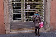 Roma 12 Marzo 2015<br /> Blitz della Direzione investigativa antimafia a Roma in zona Pantheon. La Dia ha sequestrato due noti ristoranti e arrestato un imprenditore calabrese, affiliato alle cosche calabresi. I due ristoranti sequestrati sono locali frequentatissimi soprattutto da turisti e sono 'Er faciolaro' e 'La rotonda', nella centralissima Via dei Pastini. Il valore dei beni sequestrati ammonta a circa 10 milioni di euro. Nella foto: Sottoposta a sequestro anche una attivit&agrave; commerciale di vendita di elementi di souvenir, elementi di arredo e soprammobili denominata &laquo;MI &amp; CHI&raquo;, sempre nelle vicinanze del Pantheon.<br /> Rome March 12, 2015<br /> Blitz the anti-Mafia Investigation Department in Rome near the Pantheon. The Dia seized two well-known restaurants and arrested a businessman from Calabria, affiliated to the Calabrian clans. The two restaurants are seized premises frequented mostly by tourists and are 'Er faciolaro' and 'La rotonda' in the central Via dei Pastini. The value of seized amounts to about 10 million euro. Pictured: Subject to seizure also a business selling souvenir items, furniture and ornaments called &quot;MI &amp; Chi&quot;, always near the Pantheon
