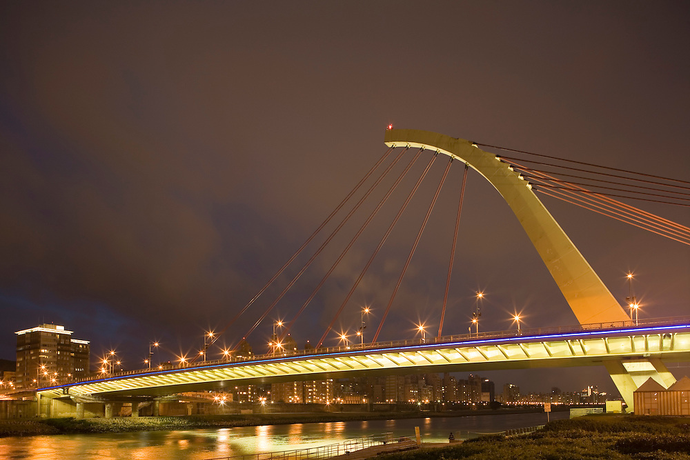 Taiwan, Taipei, Da Chi cable-stayed Bridge over Taipei River on cloudy evening