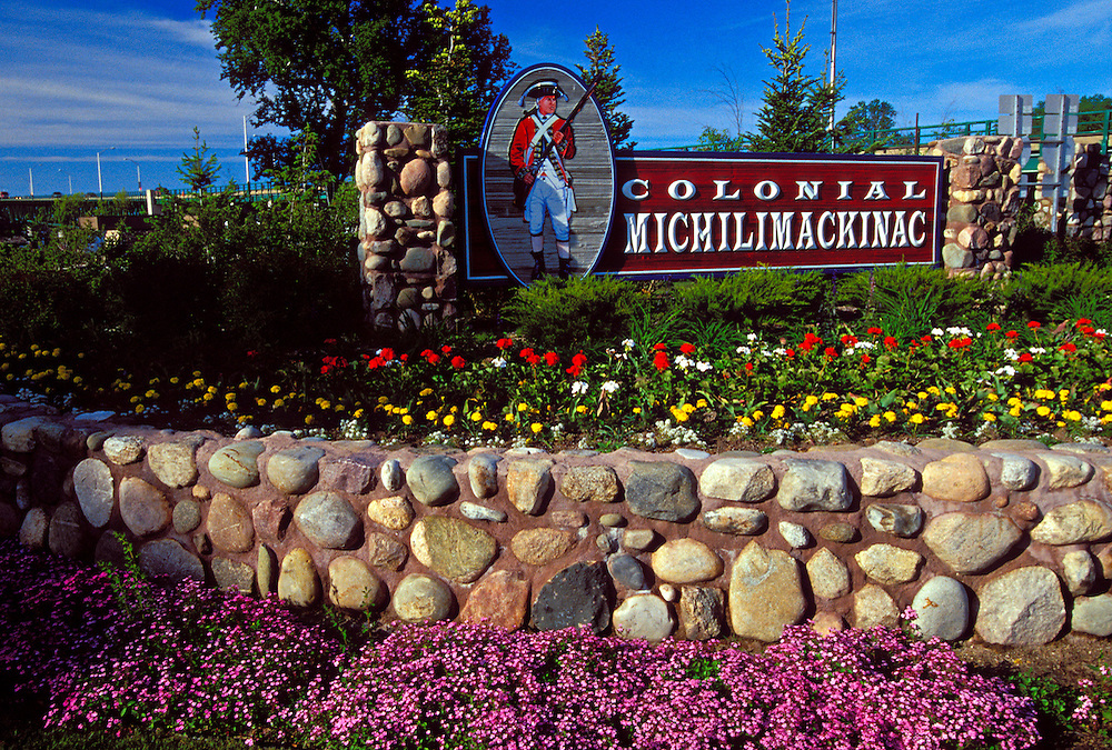A SIGN FOR COLONIAL MICHILIMACKINAC PARK IN MACKINAW CITY, MICHIGAN.