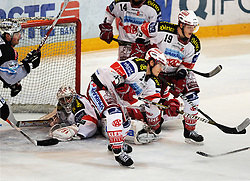19.11.2010, Keine Sorgen Eisarena, Linz, AUT, EBEL, EHC Liwest Linz vs EC KAC, im Bild Rob Shearer (Liwest Black Wings,#19) Manuel Geier klaert (EC KAC,#21), EXPA Pictures © 2010, PhotoCredit: EXPA/R.Eisenbauer