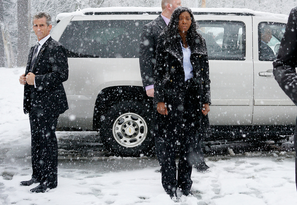 Secret Service agents are covered in snow protecting U.S. Democratic presidential candidate Bernie Sanders in the car behind them after a campaign event in Manchester, New Hampshire February 5, 2016. REUTERS/Rick Wilking