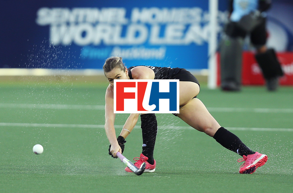 New Zealand, Auckland - 17/11/17  <br /> Sentinel Homes Women&rsquo;s Hockey World League Final<br /> Harbour Hockey Stadium<br /> Copyrigth: Worldsportpics, Rodrigo Jaramillo<br /> Match ID: 10292 - NED vs NZL<br /> Photo: (13) CHARLTON Samantha&nbsp;(C)