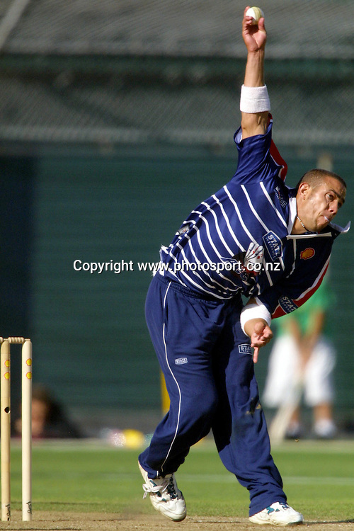 Andre Adams bowls during the Shell Cup cricket match between the Auckland Aces and Northern Knights, Eden Park, Auckland, 18 January, 2001. Photo: Andrew Cornaga/PHOTOSPORT