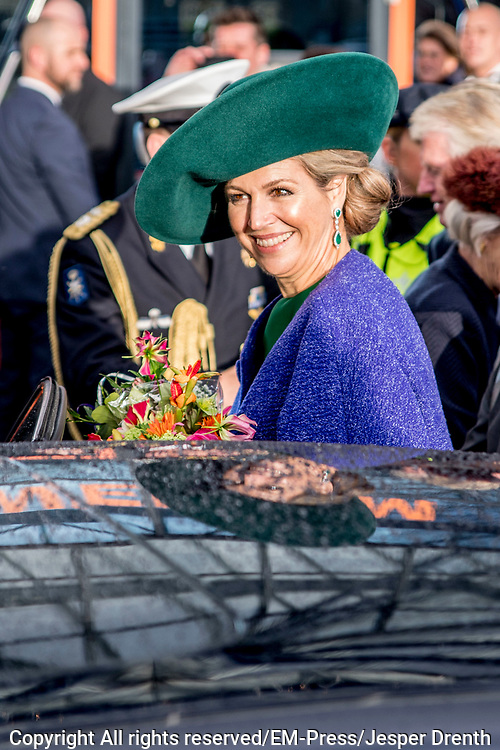 Koningin Máxima opent de Bio-beurs in de IJsselhallen. De vakbeurs voor de biologische sector trekt jaarlijks ruim 10.000 bezoekers.<br /> <br /> Queen Máxima opens the Bio-fair in the IJsselhallen. The trade fair for the organic sector attracts more than 10,000 visitors annually.<br /> <br /> Op de foto / On the photo: Vertrek