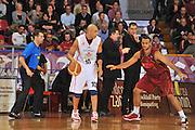 DESCRIZIONE : Venezia Lega A2 2009-10 Umana Reyer Venezia Riviera Solare Rimini<br /> GIOCATORE : Carlton Mayers<br /> SQUADRA : Riviera Solare Rimini <br /> EVENTO : Campionato Lega A2 2009-2010<br /> GARA : Umana Reyer Venezia Riviera Solare Rimini<br /> DATA : 09/12/2009<br /> CATEGORIA : Palleggio<br /> SPORT : Pallacanestro <br /> AUTORE : Agenzia Ciamillo-Castoria/M.Gregolin<br /> Galleria : Lega Basket A2 2009-2010 <br /> Fotonotizia : Venezia Campionato Italiano Lega A2 2009-2010 Umana Reyer Venezia Riviera Solare Rimini<br /> Predefinita :