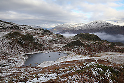 © Licensed to London News Pictures. 20/01/2019. Lake District, UK. General view near the summit of Loughrigg Fell in the Lake District as the surrounding mountains are covered in snow and fog fills the valleys during cold weather. Photo credit : Tom Nicholson/LNP