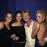 Uitreiking populariteitsprijs 2002, Dario en danseressen