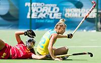 BRUSSEL - Begona GARCIA (SPA) and Madeline Ratcliffe (Aus.) during AUSTRALIA v SPAIN , Fintro Hockey World League Semi-Final (women) . COPYRIGHT KOEN SUYK