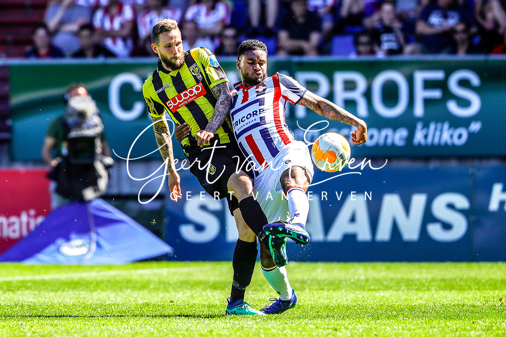 *Tim Matavz* of Vitesse, *Giliano Wijnaldum* of Willem II