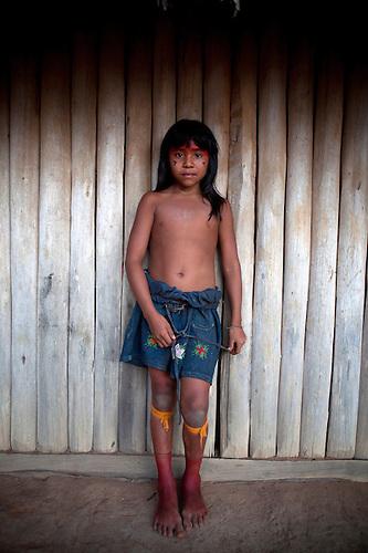 xingu girl child Children of the Xingu Indian go to school built in the ...