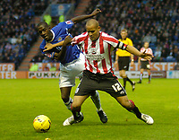 Photo: Leigh Quinnell.<br /> Leicester City v Southampton. Coca Cola Championship.<br /> 05/11/2005. Leicesters Momo Sylla and Southamptons Nigel Quashie battle for the ball.