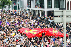 July 8, 2017 - Hamburg, Hamburg, Germany - Around 76.000 people gathered peacefully in Hamburg to protest against G20 and for solidarity. (Credit Image: © Alexander Pohl/Pacific Press via ZUMA Wire)
