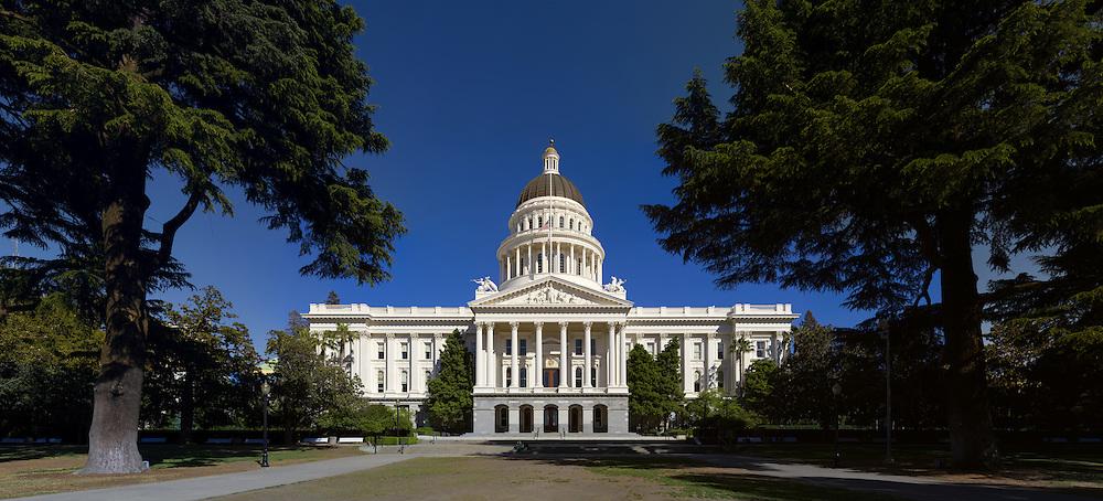 Sacramento, CA. (36882 x 16765 pixels)
