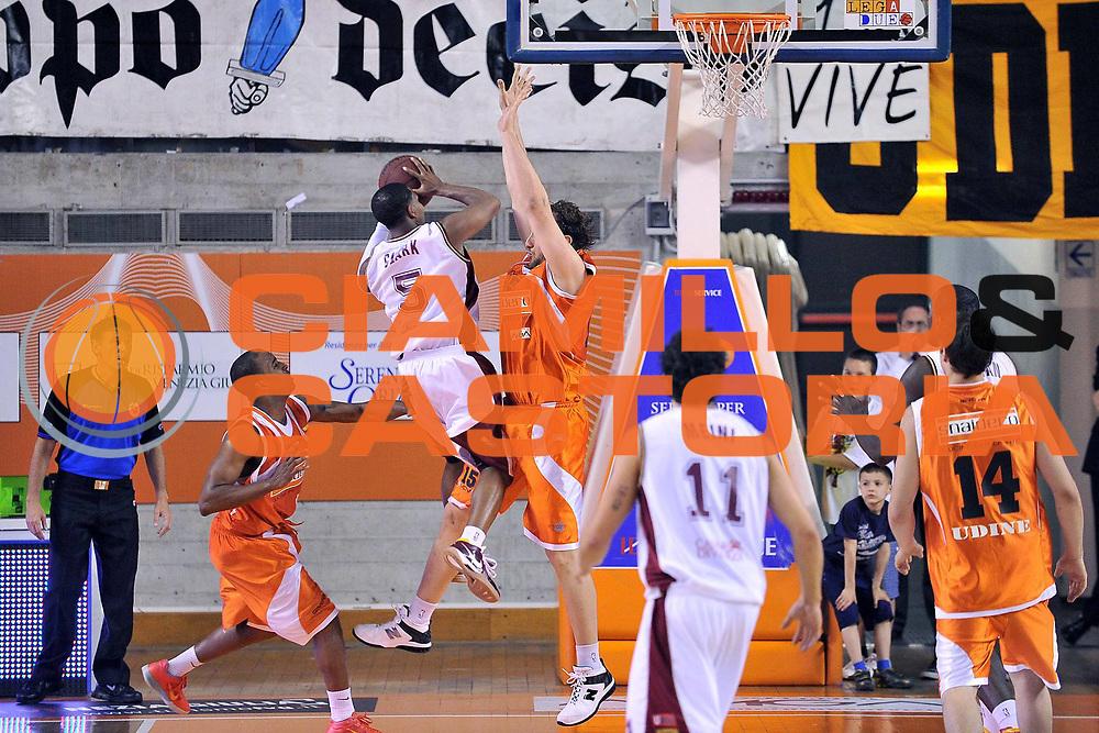 DESCRIZIONE : Udine Lega A2 2010-11 Snaidero Udine Umana Venezia<br /> GIOCATORE : Clark Keydren<br /> SQUADRA : Umana Venezia<br /> EVENTO : Campionato Lega A2 2010-2011<br /> GARA : Snaidero Udine Umana Venezia<br /> DATA : 18/05/2011<br /> CATEGORIA : Tiro<br /> SPORT : Pallacanestro <br /> AUTORE : Agenzia Ciamillo-Castoria/S.Ferraro<br /> Galleria : Lega Basket A2 2010-2011 <br /> Fotonotizia : Udine Lega A2 2010-11 Snaidero Udine Umana Venezia<br /> Predefinita :