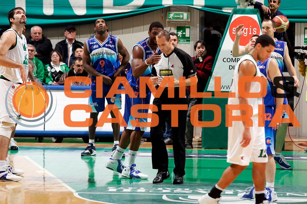 DESCRIZIONE : Siena Lega A1 2005-06 Montepaschi Siena Vertical Vision Cantu <br /> GIOCATORE : Stewart Arbitro <br /> SQUADRA : Vertical Vision Cantu <br /> EVENTO : Campionato Lega A1 2005-2006 <br /> GARA : Montepaschi Siena Vertical Vision Cantu <br /> DATA : 19/11/2005 <br /> CATEGORIA : <br /> SPORT : Pallacanestro <br /> AUTORE : Agenzia Ciamillo-Castoria/G.Ciamillo