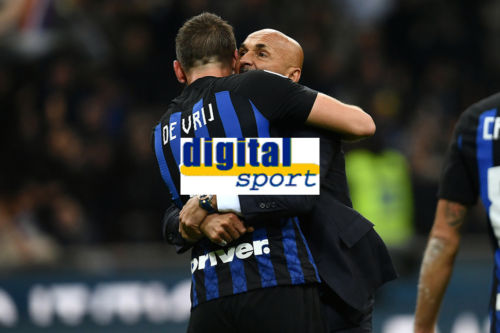 Luciano Spalletti coach of Internazionale celebrates the victory with Stefan De Vrij at the end of the Serie A 2018/2019 football match between Fc Internazionale and AC Milan at Giuseppe Meazza stadium Allianz Stadium, Milano, October, 21, 2018 <br />  Foto Andrea Staccioli / Insidefoto