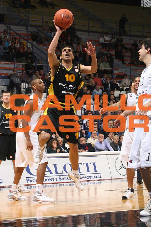 DESCRIZIONE : Bologna Eurolega 2007-08 VidiVici Virtus Bologna Prokom Trefl Sopot <br /> GIOCATORE : Christos Harissis <br /> SQUADRA : Prokom Trefl Sopot <br /> EVENTO : Eurolega 2007-2008 <br /> GARA : VidiVici Virtus Bologna Prokom Trefl Sopot <br /> DATA : 14/11/2007 <br /> CATEGORIA : Tiro <br /> SPORT : Pallacanestro <br /> AUTORE : Agenzia Ciamillo-Castoria/M.Marchi <br /> Galleria : Eurolega 2007-2008 <br /> Fotonotizia : Bologna Eurolega 2007-2008 VidiVici Virtus Bologna Prokom Trefl Sopot<br /> Predefinita :