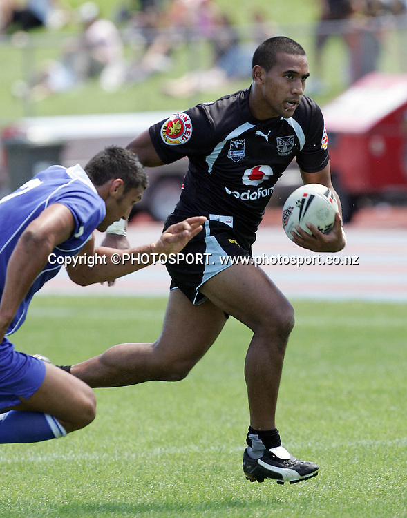 Warriors centre Cooper Vuna races ahead at the pre season trial match between the Vodafone Warriors and Auckland Lions at Mt Smart Stadium, Auckland, on Sunday 18 February 2007. Photo: Renee McKay/PHOTOSPORT<br />