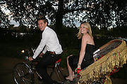 Owain Hegarty and Sarah Mee, QUINTESSENTIALLY AND ELEPHANT FAMILY TRUNK SHOW PARTY. SERPENTINE PAVILION, HYDE PARK. 16 SEPTEMBER 2007. -DO NOT ARCHIVE-© Copyright Photograph by Dafydd Jones. 248 Clapham Rd. London SW9 0PZ. Tel 0207 820 0771. www.dafjones.com.