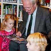 NLD/Amsterdam/20121113 - Presentatie DE Sinterklaasboekjes 2012, Jan Terlouw leest voor