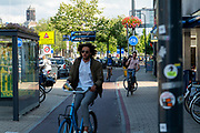 In Utrecht rijdt een fietser tegen het verkeer in.<br /> <br /> In Utrecht a cyclist rides on the wrong side of the road.