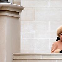 Queen unveils memorial for her Mother